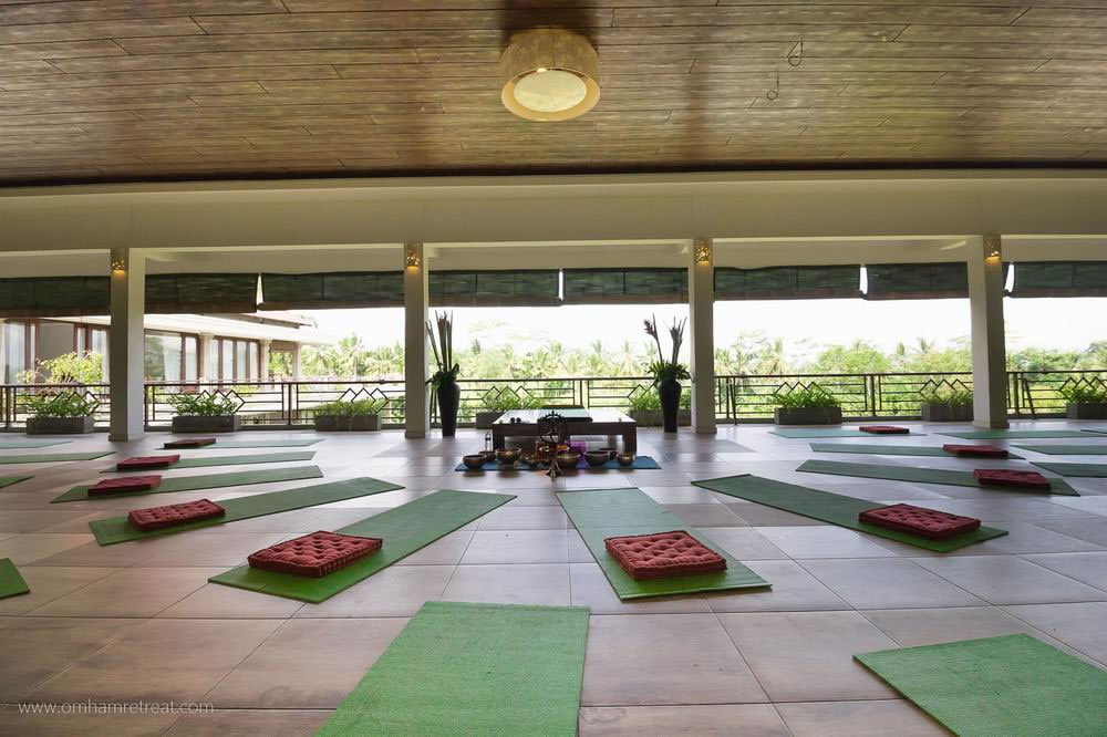03_yoga_omhamretreat[1]