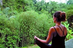 ハタヨガの手法を使い、身体と呼吸、心を整えます